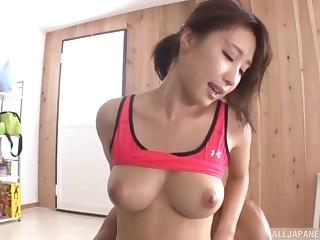 Sporty Japanese bombshell Ayami Shunka swallows cum after a workout