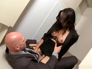 Alluring shaved French MILF in handjob porn video
