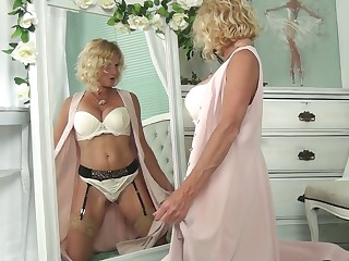 Blond cougar in sexy lingerie Molly Maracas admires personally and masturbates