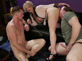 Slutty bombshell pretty good MILF Dee Williams not far from a amulet MMF threesome