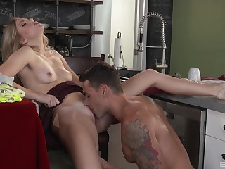 Check d cash in one's checks breakfast Trisha Parks wants to eat friend's penis in the kitchen