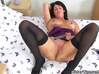 English milf Sassy dildos her wet fanny