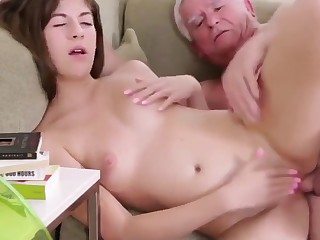 Boundary-line Hot Teen Gets Her Pizza For Free !