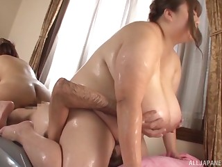 Nanao Madoka together with their way chubby BBW girlfriend carried a guy's face
