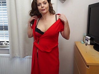 Mature Gemma Flaxen loves having stockings beyond while bringing off with the brush pussy