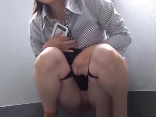 Tyro Oriental businesswoman caught pissing by voyeur