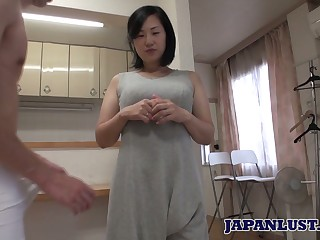 Asian girl Ritsuko Minegishi shows her flimsy snatch stuffed with sperm
