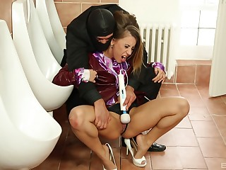Nikky Thorne gets her pussy pleased by a dude about mankind toilet