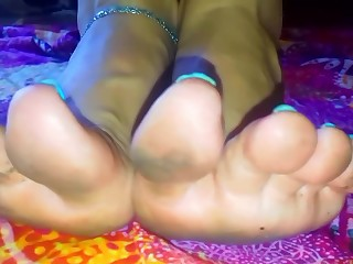 Lucy's White Heels and Insulting Feet 1
