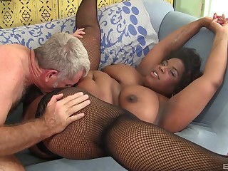 Chunky sombre woman pussy fucked and jizzed on face