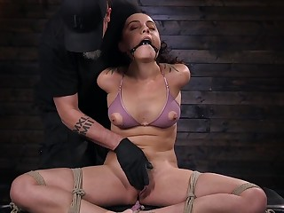 Submissive girlfriend Roxanne Rae gives her self prevalent the BDSM expert
