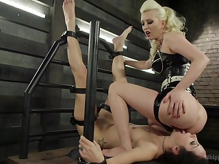 Strumpet chokes and screams with her mistress complexion sitting her