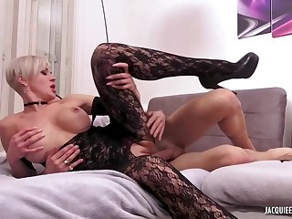 Tammy is a seductive, blonde mature who likes to put on sexy clothes and be thrilled by her lover