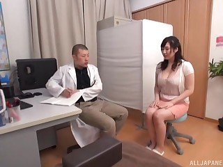 Trimmed cunt Japanese babe gets fucked by a horny doctor. HD