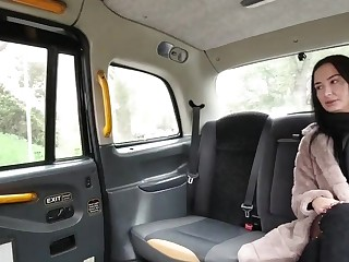 Spread out fucks around a taxi wanting in restraint