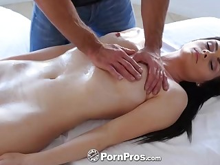 Lord it over Hot brown-haired honey, Haven Rae is procurement an glamour rubdown, while on the rubdown table